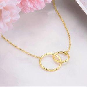 Jewelry - Gold Interlocking Circles Necklace